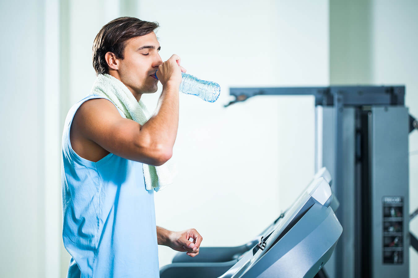 Man drinking water while exercising in gym shapezine digital man drinking water while exercising in gym sciox Choice Image